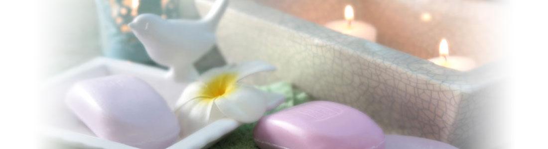 Seife und Dekoration im Badezimmer