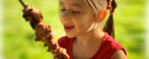 Grillen mit Kindern:<br>So macht es allen Spass!