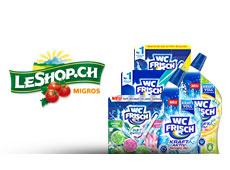 Diverse WC Frisch Produkte stehen neben dem LeShop.ch Logo
