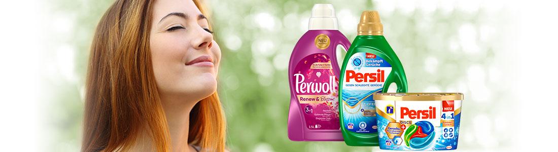 Eine Frau geniesst den Duft von Perwoll und Persil Produkten