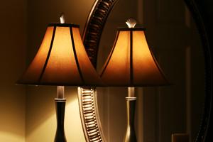 Besonders Natürliche Lichtquellen Wie Von Kerzen Oder Öllampen Tauchen Jeden Raum In Ein Warmes Licht Das Durch Einen Spiegel Noch Mehr Weite Bekommt