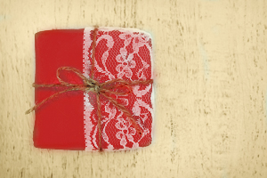 Geschenkverpackung aus Stoffresten