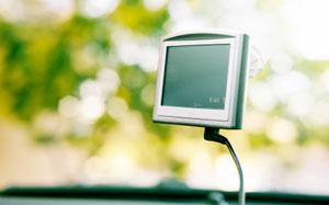 Ein Navigationsgerät im Auto