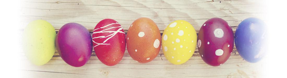 Oeufs de Pâques colorés et à motifs