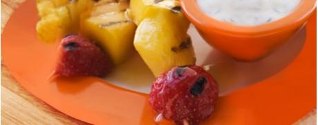 Süss-exotische Fruchtspiesse für den Grill