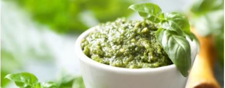 Schnelles Basilikum-Pesto mit Cashewnüssen
