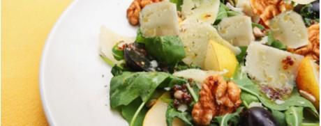 Herbstsalat mit Trauben und Walnüssen