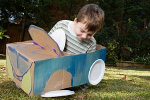 Bastelidee Rennwagen aus Karton für Kinder