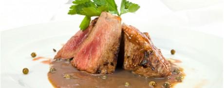 Steak mit Pfeffer-Rahmsauce