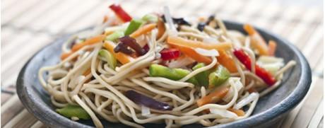 Nouilles asiatiques grillées aux légumes