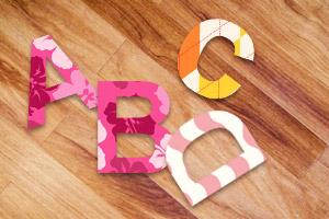 Deko Idee Buchstaben aus Tapetenresten