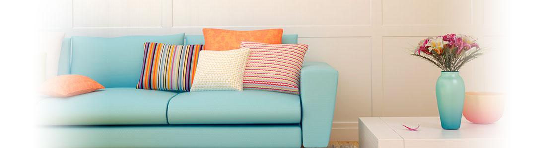 Deko Idee Sofa mit farblich passender Vase