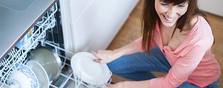 Das erste Mal: Spülmaschine einräumen