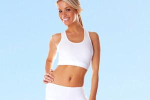 Outdoor-Sportbekleidung: Frau in Funktionsunterwäsche