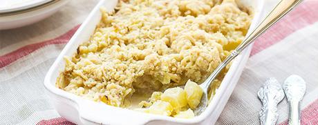 Apfel-Birnen-Crumble mit karamellisierten Walnüssen
