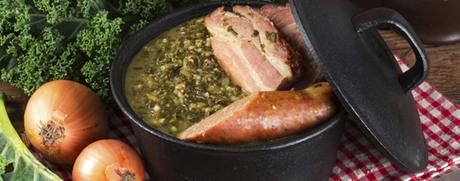 Federkohleintopf mit Schweinswürstchen oder Saucisson