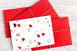DIY-Geschenkidee: Grußkarte mit Frühlingsblumen im Papiertütchen
