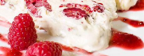 Vanille-Parfait mit Himbeersauce