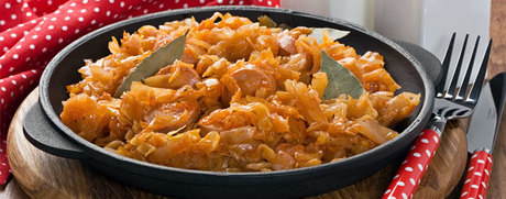 Chou blanc braisé, sauce tomate et viande hachée
