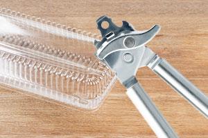 Plastikverpackungen ganz leicht öffnen mit Dosenöffner