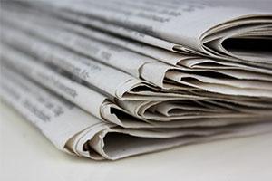 Haushaltstipp: Zeitungspapier als Geschenkpapier