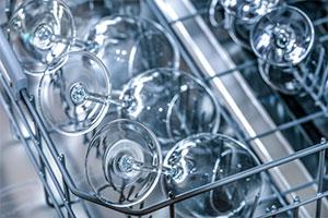 Gläser in der Spülmaschine