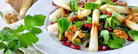 Spargel-Nüsslisalat mit Walnuss und Granatapfel