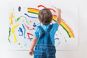 """Junge malt für Familien-""""Wichteln"""""""