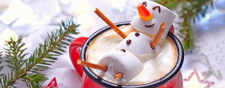 Chocolat chaud et bonhomme de neige en guimauve