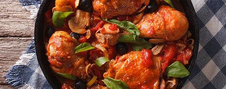 Blancs de poulet, sauce aux olives et à la tomate
