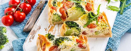 Tomaten-Brokkoli-Quiche mit Rucola
