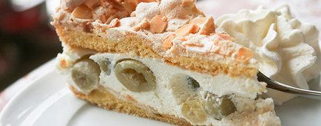 Gâteau aux groseilles à maquereau avec amandes