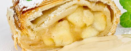 Apfel-Birnen-Strudel mit Vanillesauce