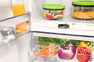 Kühlschrank mit Lebensmitteln