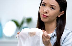 Enlever les taches – voilà comment cela fonctionne même après le lavage et le séchage!