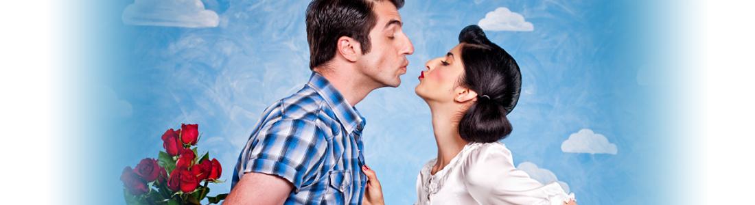 Ein Paar, das sich küsst